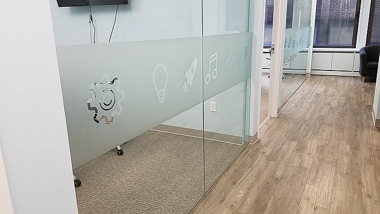 My Blog 96c029_de2b2773d03e49c8b46d1a56fe7be713mv2-1 Enhance the interior of your office with frosted glass